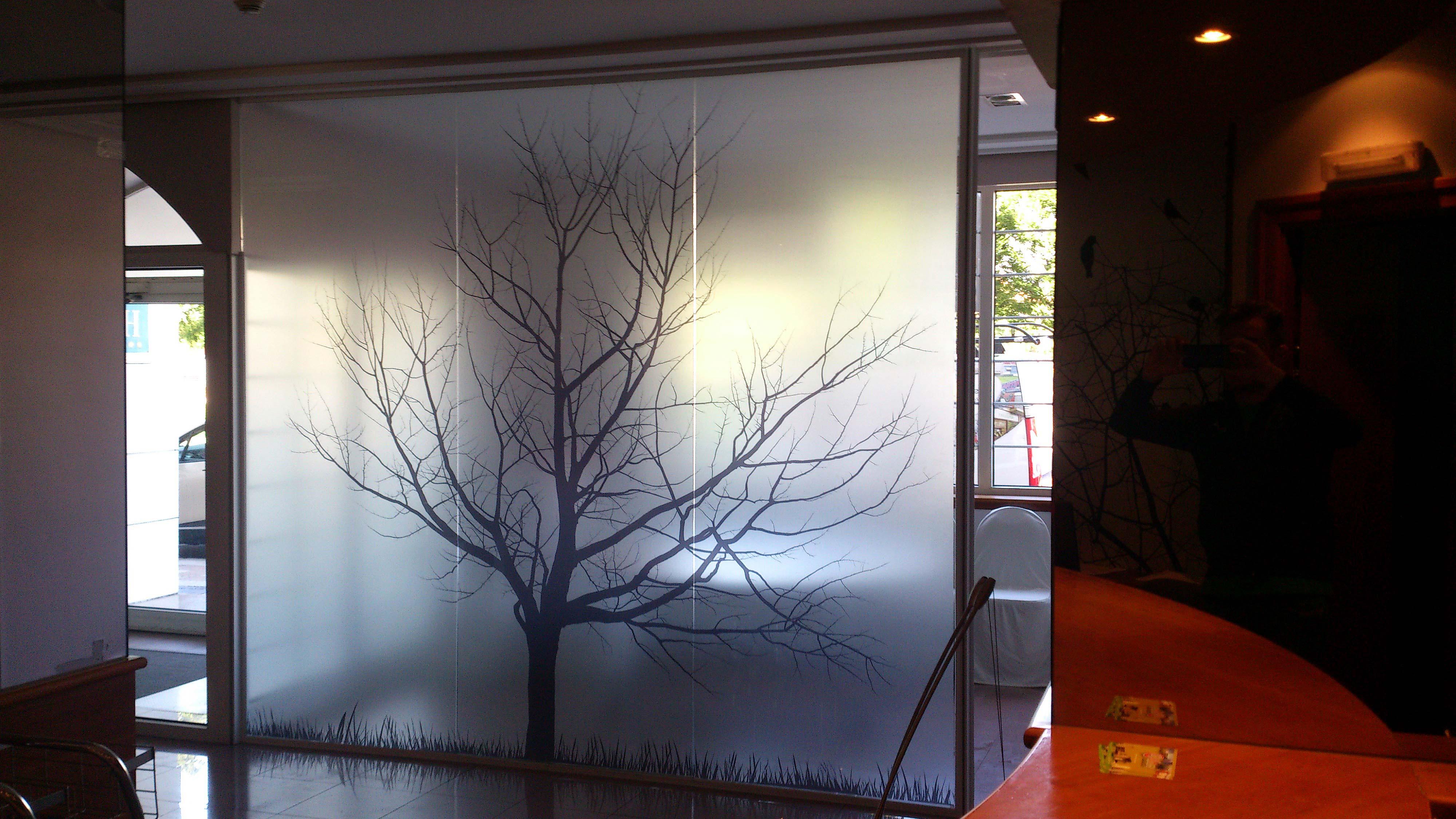Nuevos vinilos en el hotel sancho ram rez luminosos arga - Cristales para paredes ...